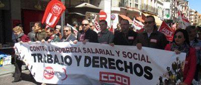 Manifestación del primero de mayo a su paso por la calle Padilla.