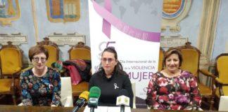 La concejala de Igualdad junto a parte del Consejo de Participación de la Mujer