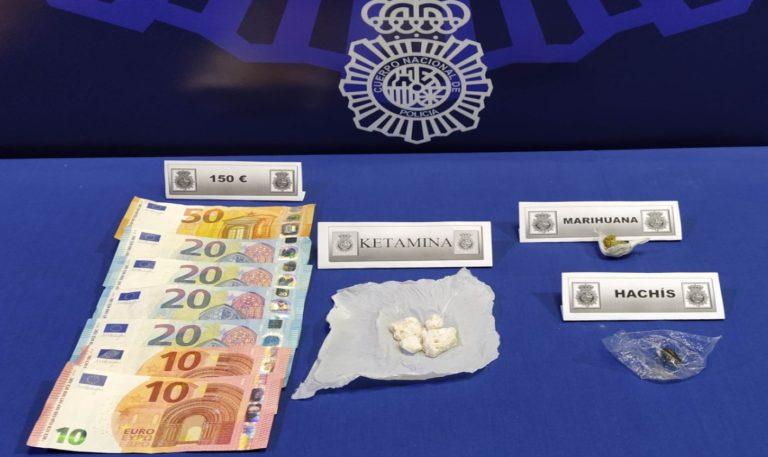 La Policía Nacional detiene a un individuo como presunto autor de un delito contra la salud pública en el barrio de Pajarillos