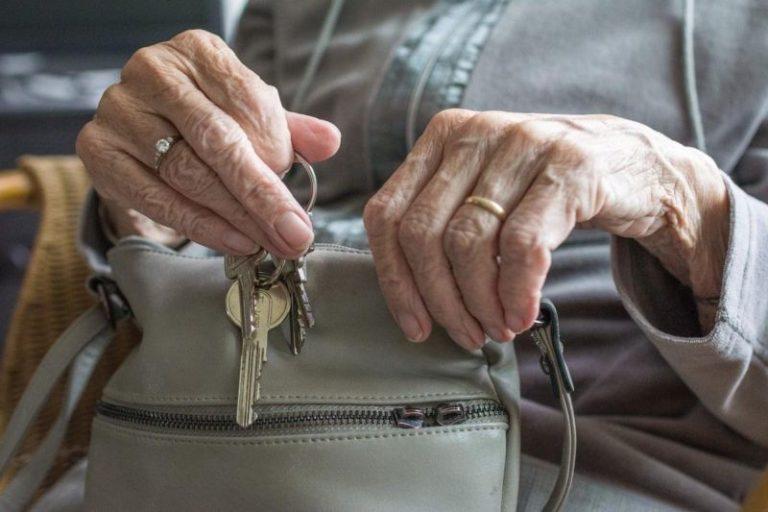 Los fallecidos por COVID-19 en las residencias de Castilla y León se acercan a 2.500 personas