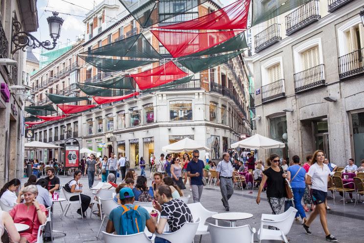 Mañueco anuncia la apertura general de terrazas en toda la Comunidad