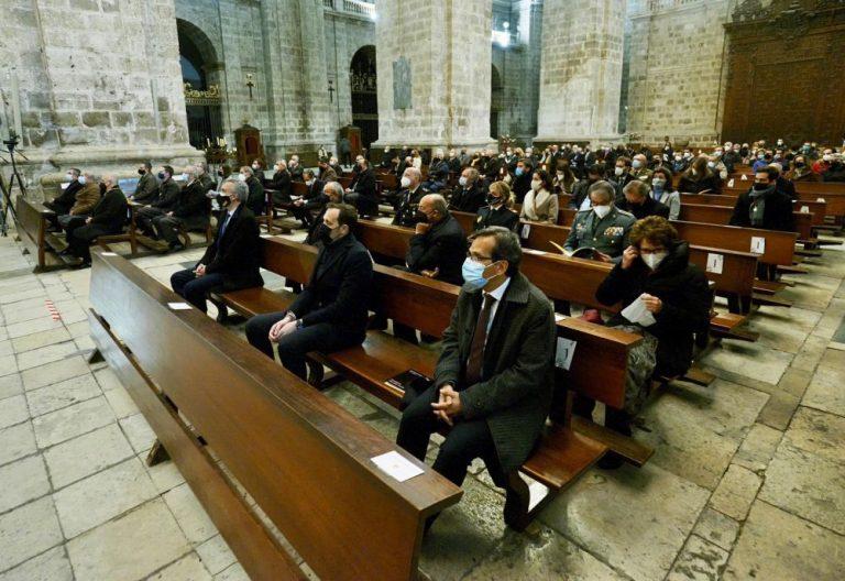 El presidente de la Diputación, Conrado Íscar, asiste al pregón de la Semana Santa de Valladolid