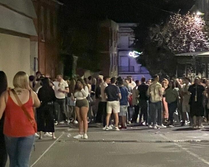La Policía Local trata de disolver una aglomeración durante el fin de semana de San Antolín