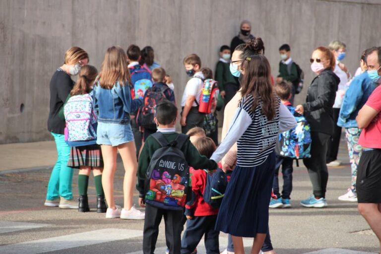 """Las mascarillas acompañan de nuevo la """"vuelta al cole"""" en los colegios medinenses"""
